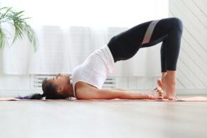 11 yoga oefeningen om je dag goed te starten! (+ Video uitleg)
